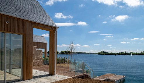 STRIKING SMART HOME ELEMENTS SHINE AT SOUTH CERNEY