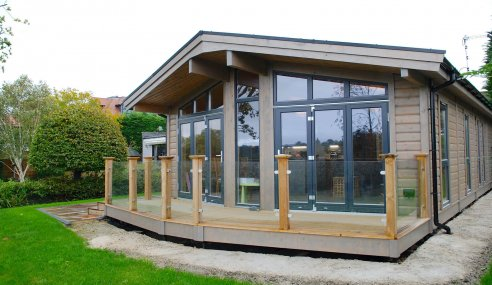 5 Reasons you Should Choose a Prefabricated Log Building Over a Bricks and Mortar Extension